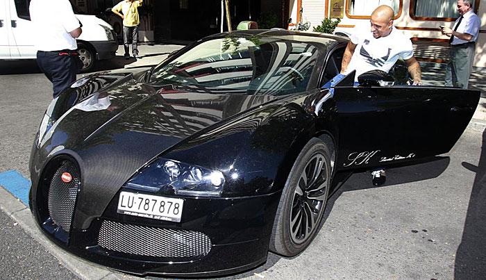 Imagen del día: Roberto Carlos y su nuevo Bugatti Veyron (1/2)