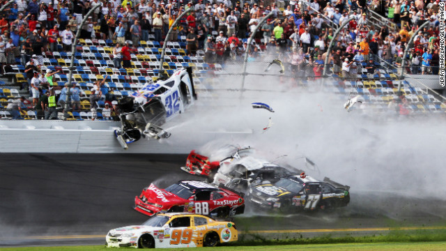 kyle-larson-daytona-crash-2013