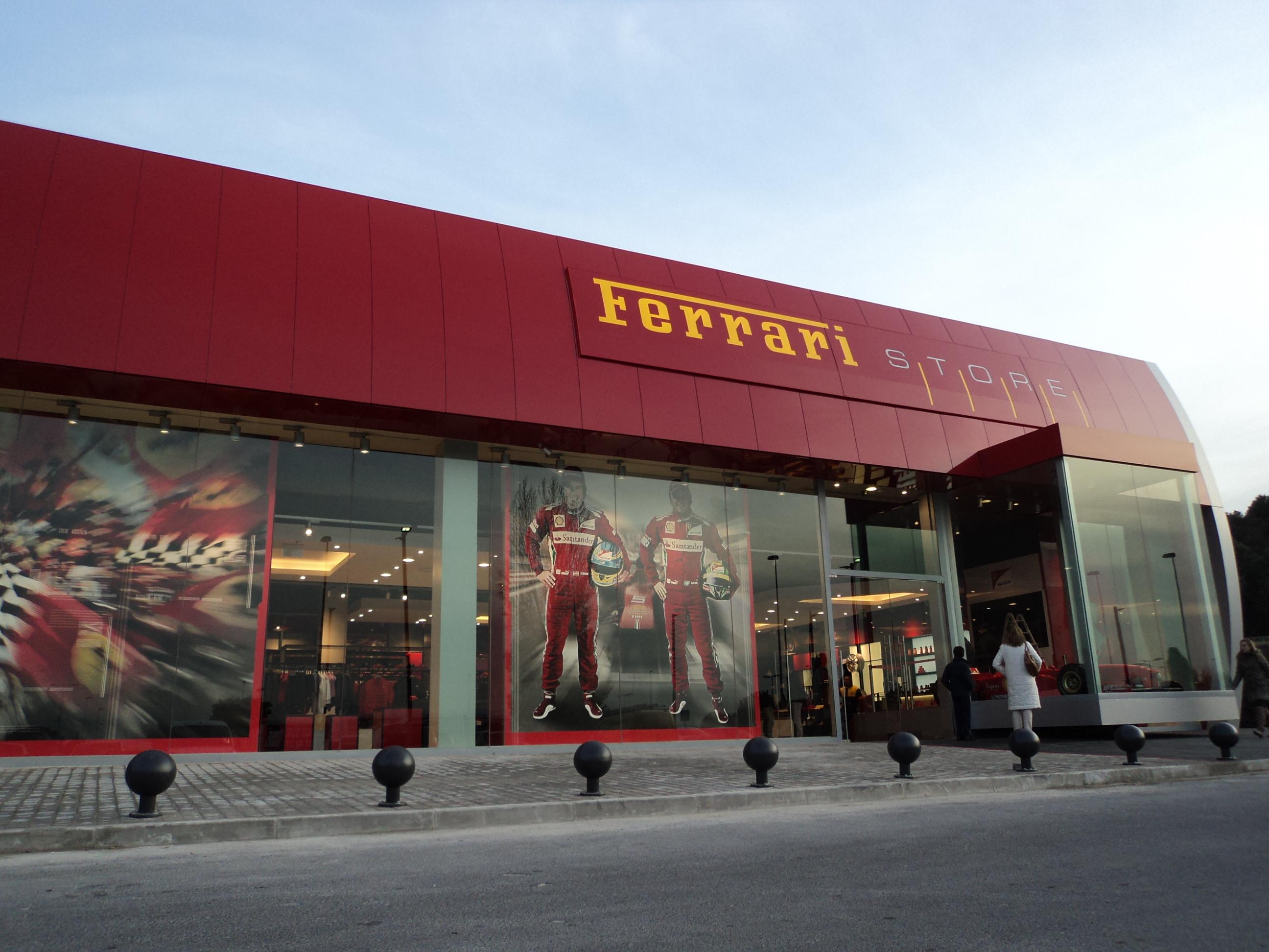 Ferrari store el cuentakil metros - Nanos outlet las rozas ...