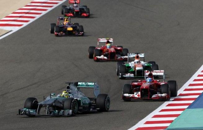 Nico Rosberg sufriendo el desgaste de sus neumáticos