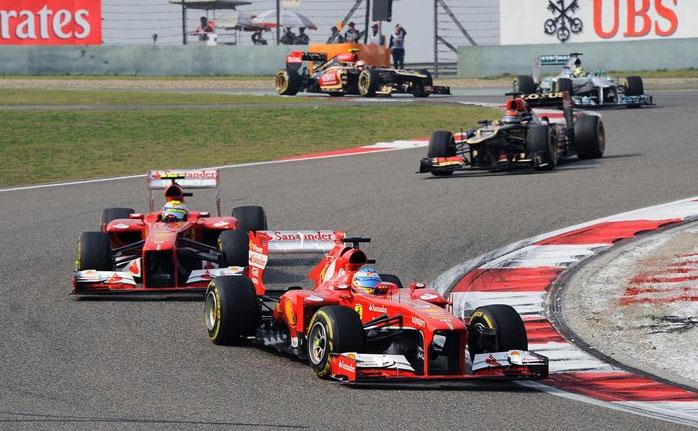 Fernando Alonso y Felipe Massa, liderando el GP de China
