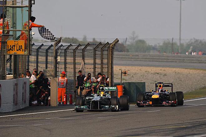 A punto estuvo Sebastian Vettel de arrebatarle el tercer puesto a Hamilton