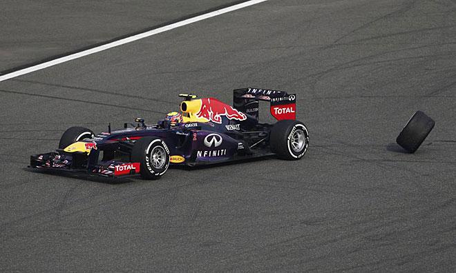 Momento en el que Mark Webber pierde la rueda de su coche