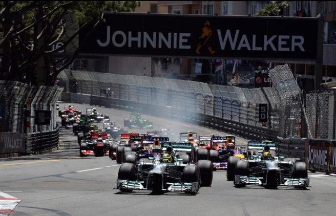 Momento de la salida del GP de Mónaco, con el dominio de Mercedes