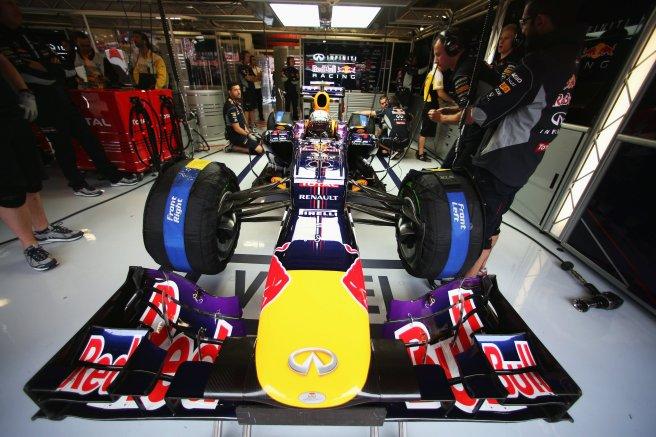 Sebastian Vettel, esperando a salir a pista en los entrenamientos del pasado GP de España