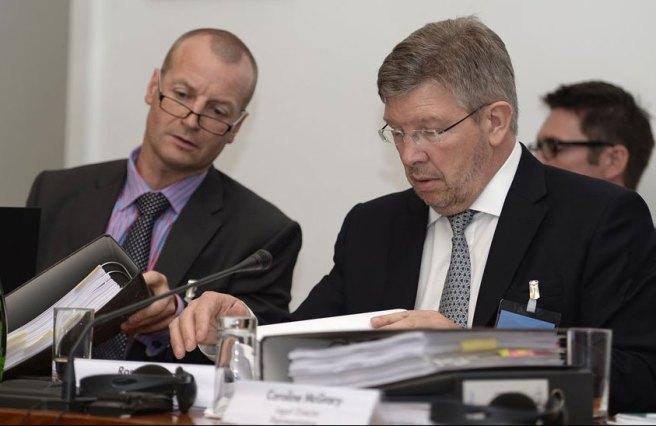 Ross Brawn (Mercedes) durante su comparencia ante el Tribunal de la FIA