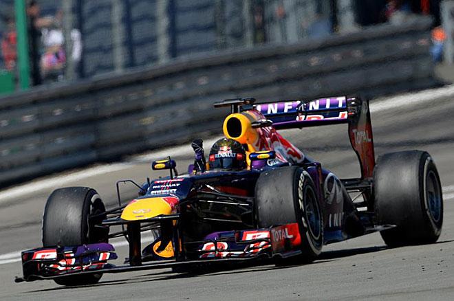 Sebastian Vettel, recibiendo el banderazo final