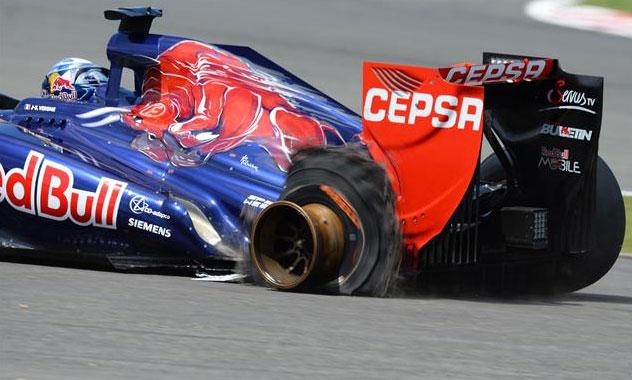 Detalle de la parte trasera del Toro Rosso de Vergne tras reventar su rueda