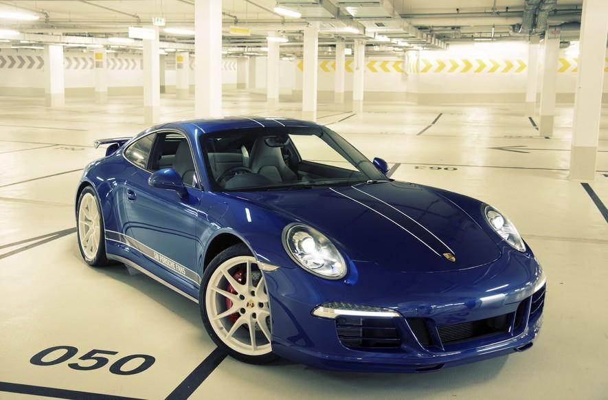 Porsche homenajea a sus seguidores en Facebook con una edición especial del Porsche 911 Carrera 4S (1/2)