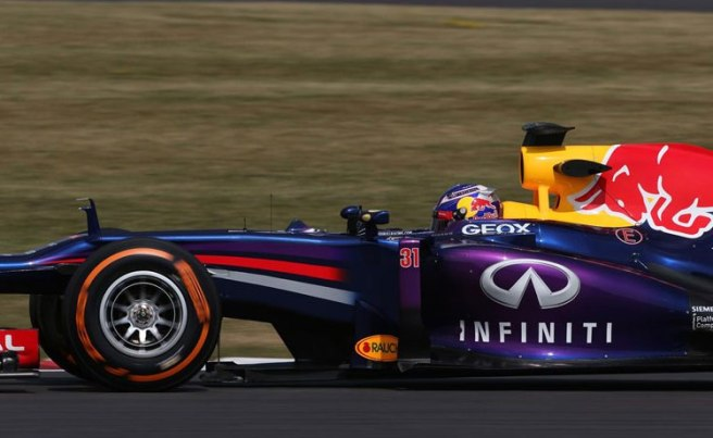 Ricciardo a bordo del Red Bull RB9 en los tests de Silverstone
