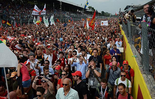 El segundo puesto de Alonso en Monza, desató la locura de los tiffossi