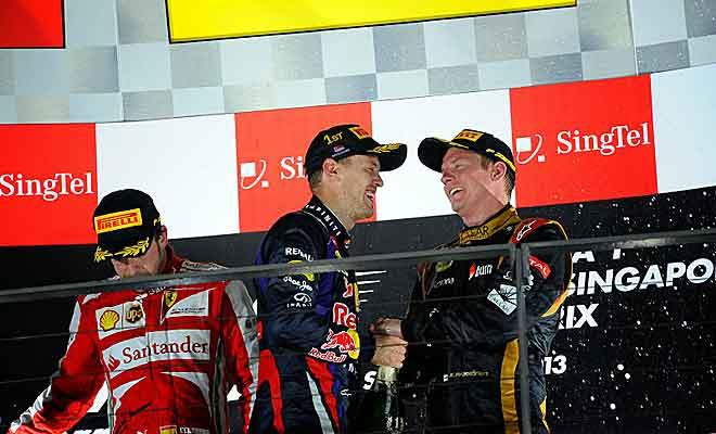 Kimi Raikkönen y Sebastian Vettel, bromeando en el pódium