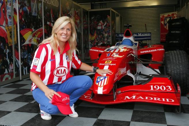 María de Villota, con los colores del Atlético de Madrid en la Superleague Formula