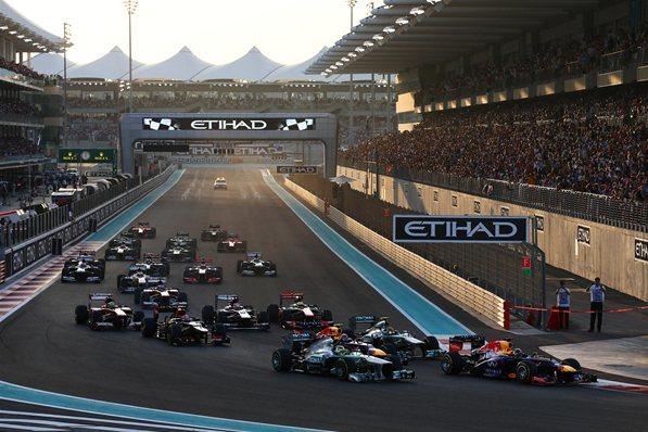 Momento de la salida del GP de Abu Dhabi 2013