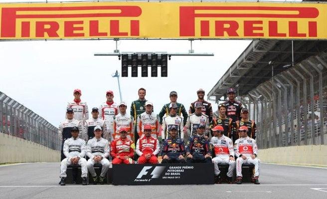 Tradicional foto de familia con los pilotos de la temporada 2013