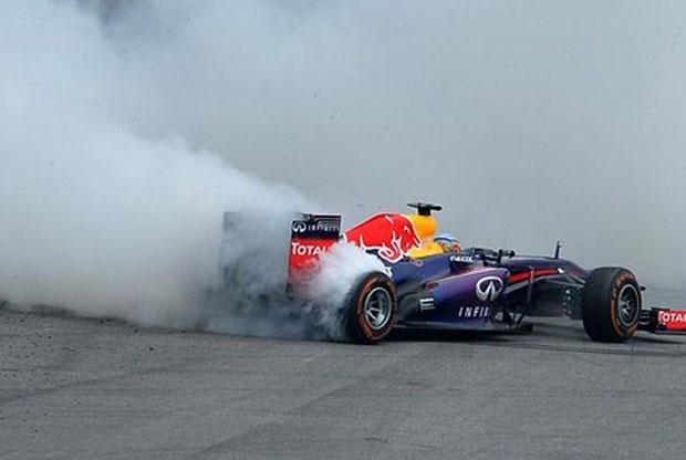 """De nuevo Vettel deleitó al público con unos espectaculares """"donuts"""""""