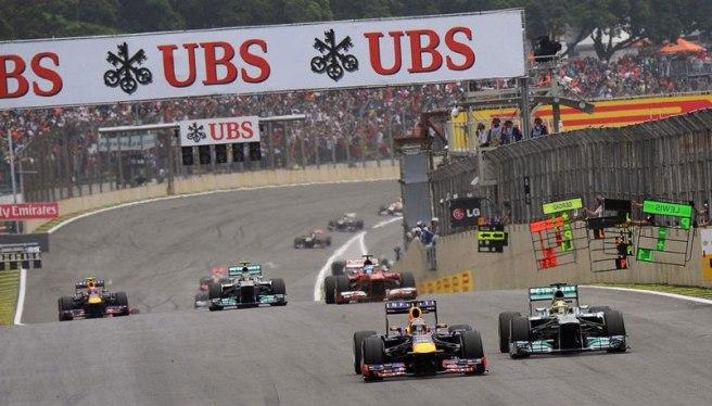 Vettel, adelantando a Rosberg tras la primera vuelta