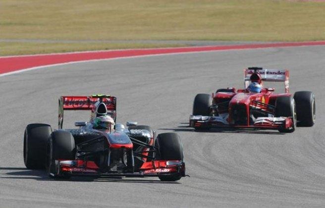 Sergio Pérez y Fernando Alonso, protagonistas de un emocionante duelo