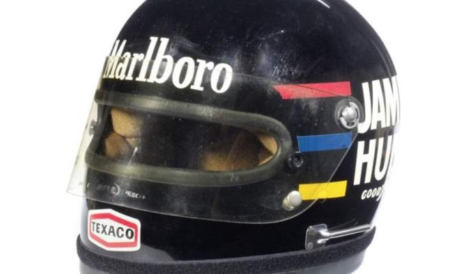 El casco de James Hunt de 1976 , adjudicado por  45.000 euros en la misma subasta