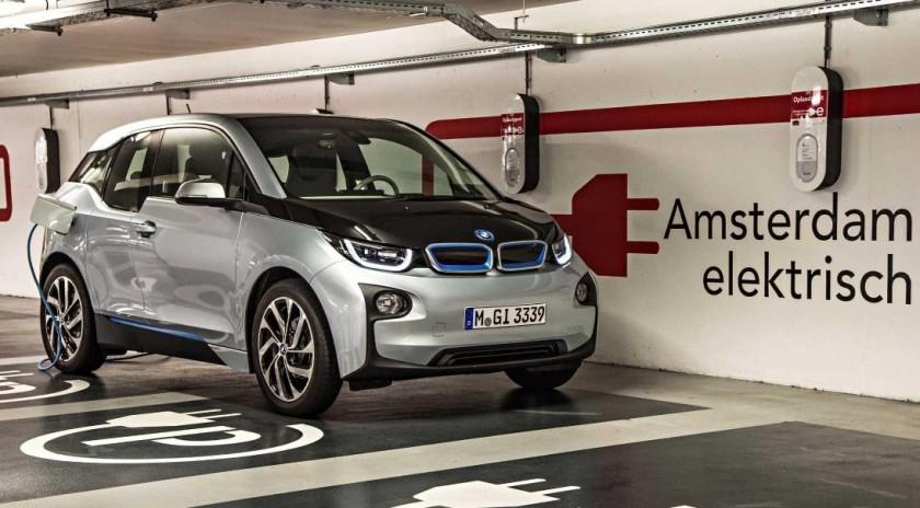 Acuerdo entre BMW i y Schneider Electric para facilitar las recargas en España