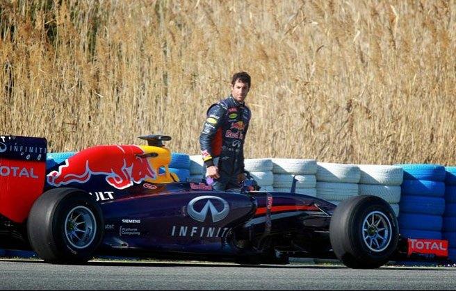 Daniel Ricciardo, desolado, tras un nuevo fallo en su RB10