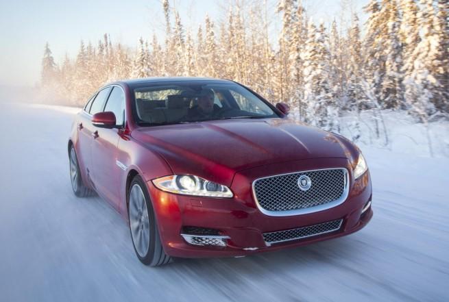 Jaguar presenta su programa Ice Driving de conducción sobre hielo