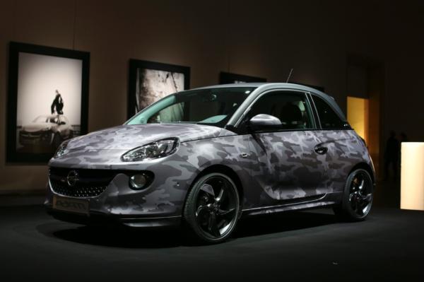 Opel Adam Camuflado, la creación del músico canadiense Bryan Adams