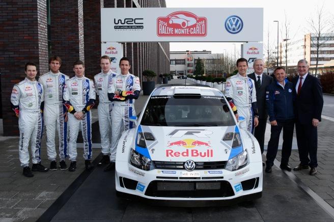 El equipo Volkswagen, posando con el nuevo Polo R WRC 2014