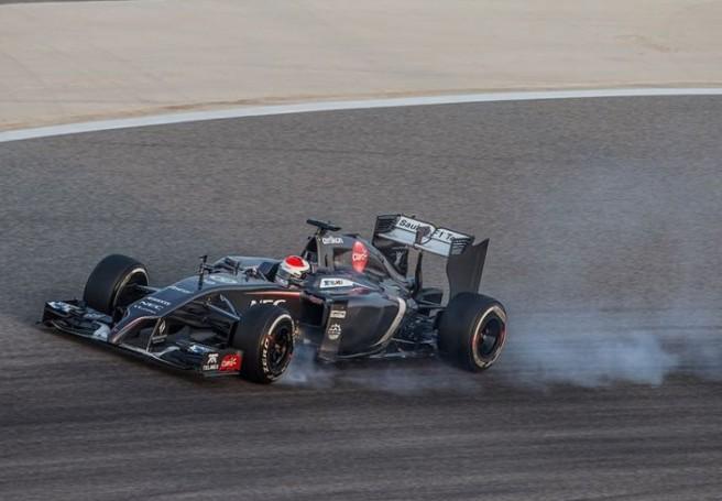 Espectacular bloqueo de ruedas de Adrian Sutil en su Sauber