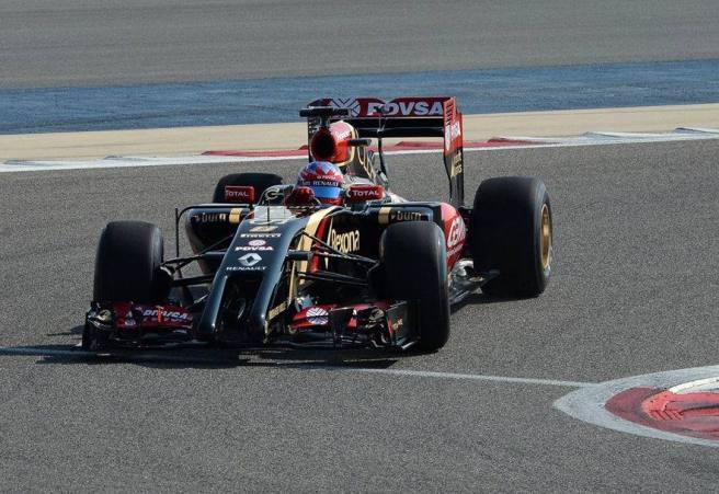 Romain Grosjean y su nuevo Lotus E22 decepcionaron en su debut