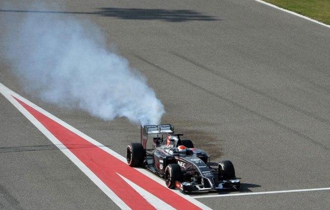 Momento de la rotura de motor del Sauber de Adrian Sutil