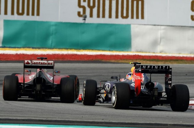 Espectacular duelo entre Daniel Ricciardo y Fernando Alonso