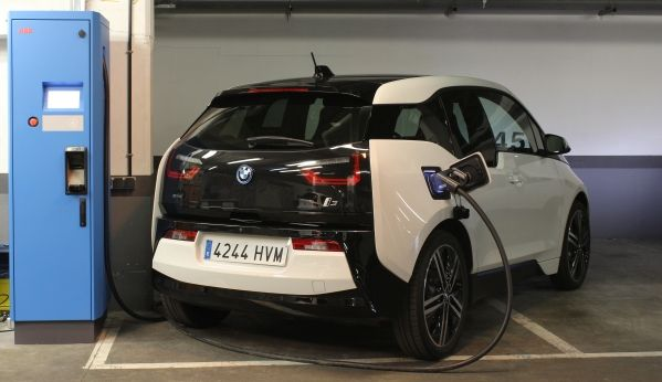 Desarrollan un punto ultrarrápido de recarga para el BMW i3