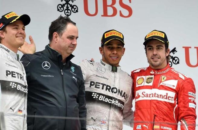 Lewis Hamilton, en lo más alto del cajón por tercera vez consecutiva