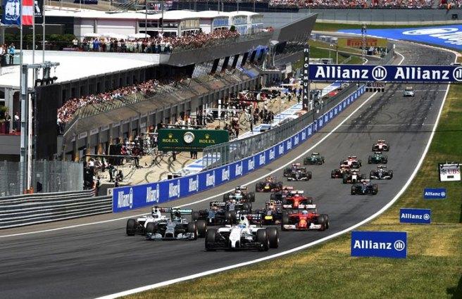 Momento de la salida, con Felipe Massa liderando la prueba
