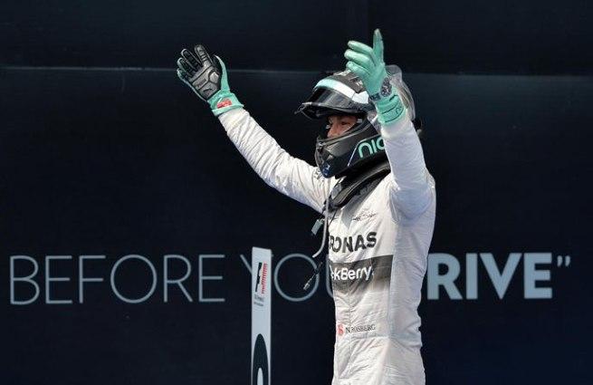 Nico Rosberg, festejando su tercera victoria de la temporada