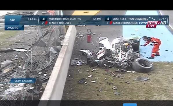 Estado en el que ha quedado el Audi R18 de Loic Duval tras el accidente