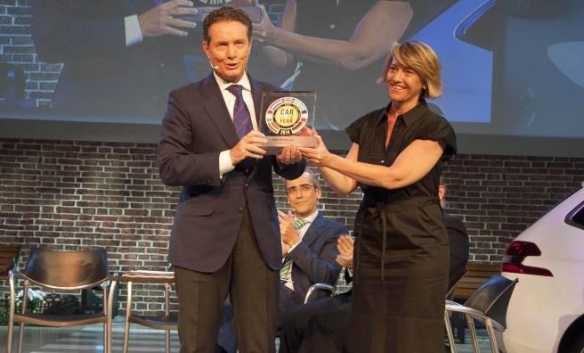 Entrega del Premio Car of the Year a Rafael Prieto, de Peugeot España