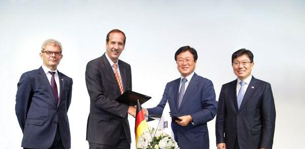 Firma del acuerdo entre Samsung y BMW para el suministro de baterías para los coches eléctricos