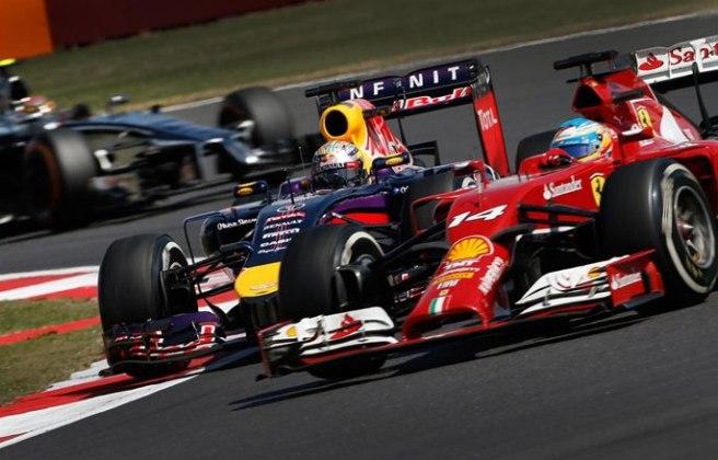 Imagen del duelo entre Sebastian Vettel y Fernando Alonso