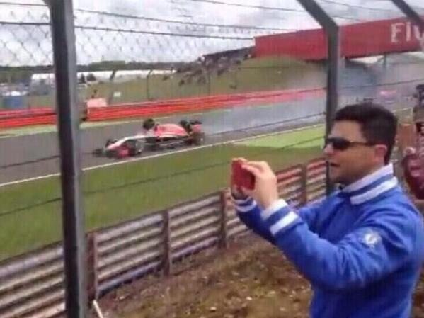 Imagen de la rueda del Ferrari a punto de golpear a Max Chilton