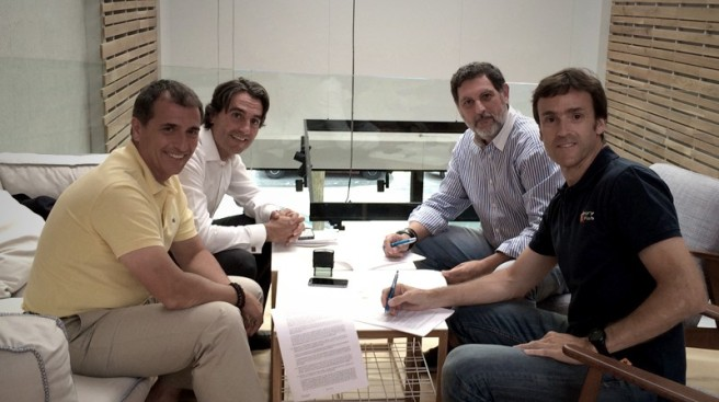 Firma del acuerdo entre Bultaco y Mudville Motorcycles