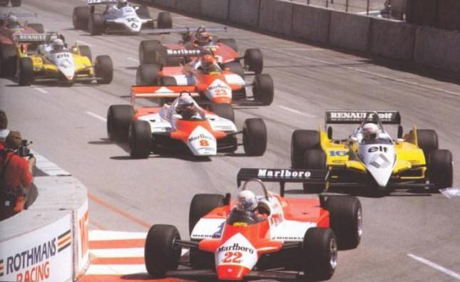 Andrea de Cesaris partiendo de la pole en el GP de EE.UU de 1982