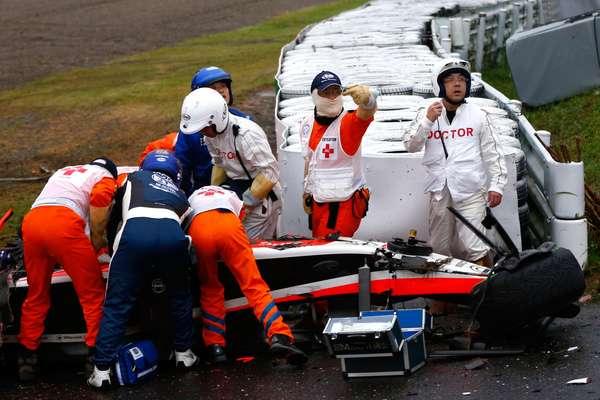 Jules Bianchi, recibiendo los primeros auxilios tras su gravísimo accidente