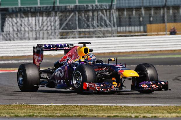 Carlos Sáinz, a bordo de un Red Bull en los tests de Silverstone 2013