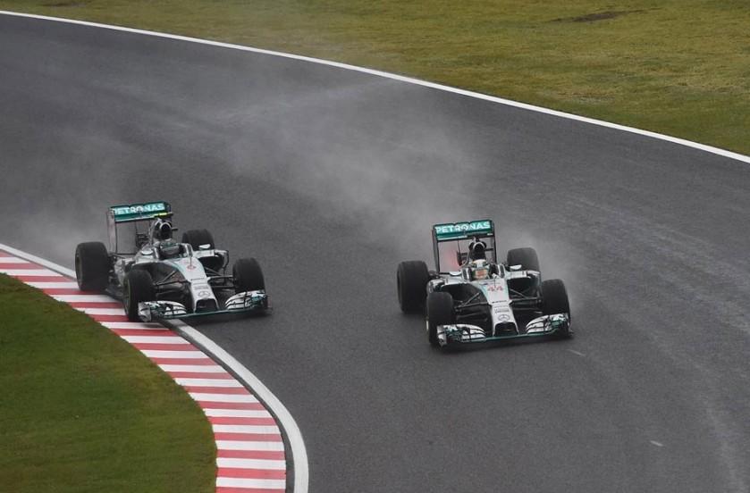 Lews Hamilton dando caza a su compañero Nico Rosberg