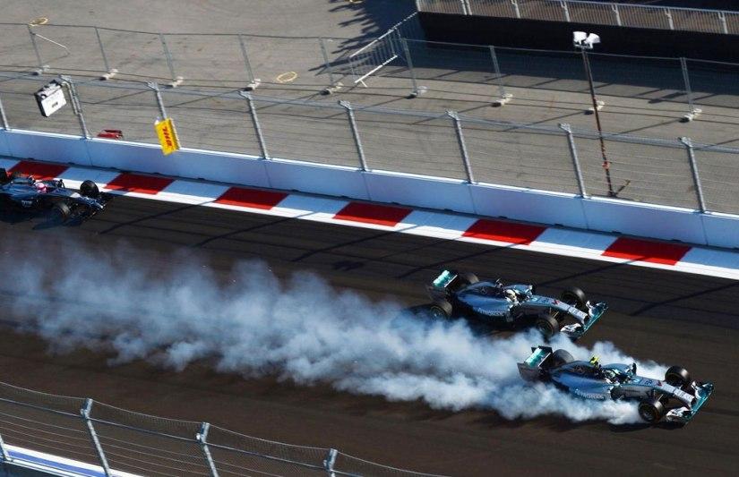 Momento de la pasada de frenada de Nico Rosberg en la segunda curva