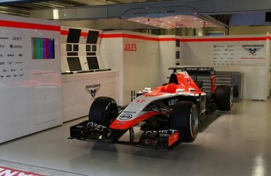 El coche de Jules Bianchi, preparado en su box