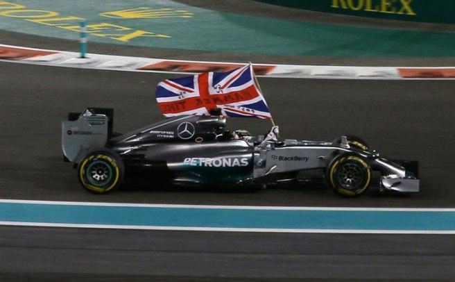 Vuelta triunfal de Lewis Hamilton para celebrar su segundo Mundial