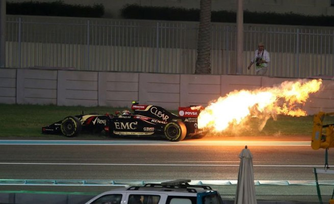 """El Lotus de Pastor Maldonado, en plena """"barbacoa"""""""